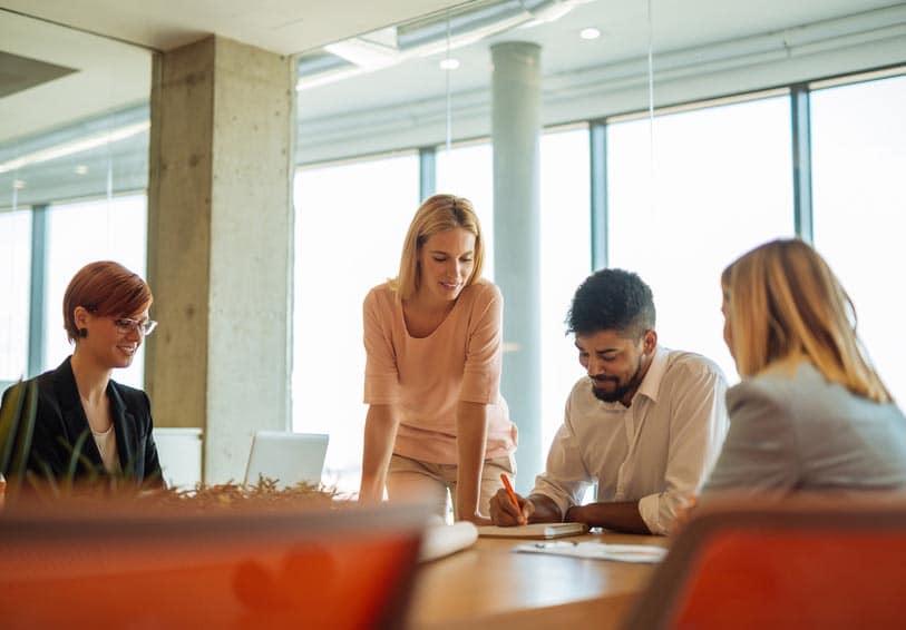 Collègues en réunion de travail
